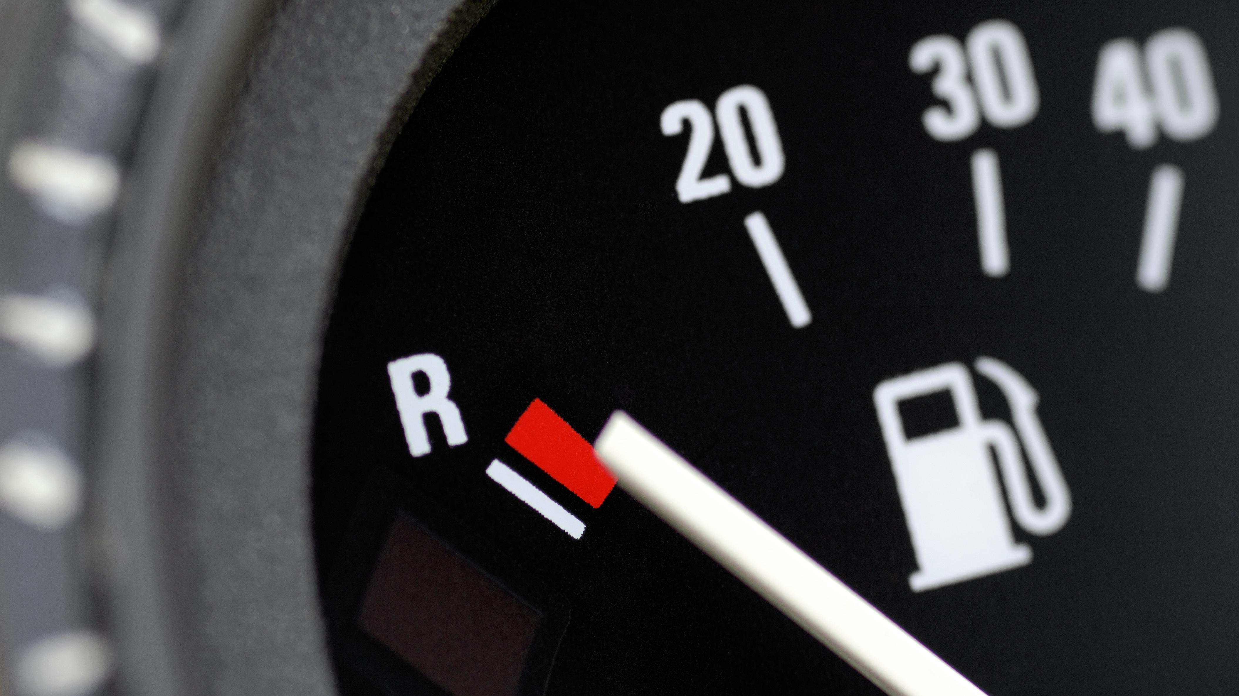 Tankanzeige in einem Auto