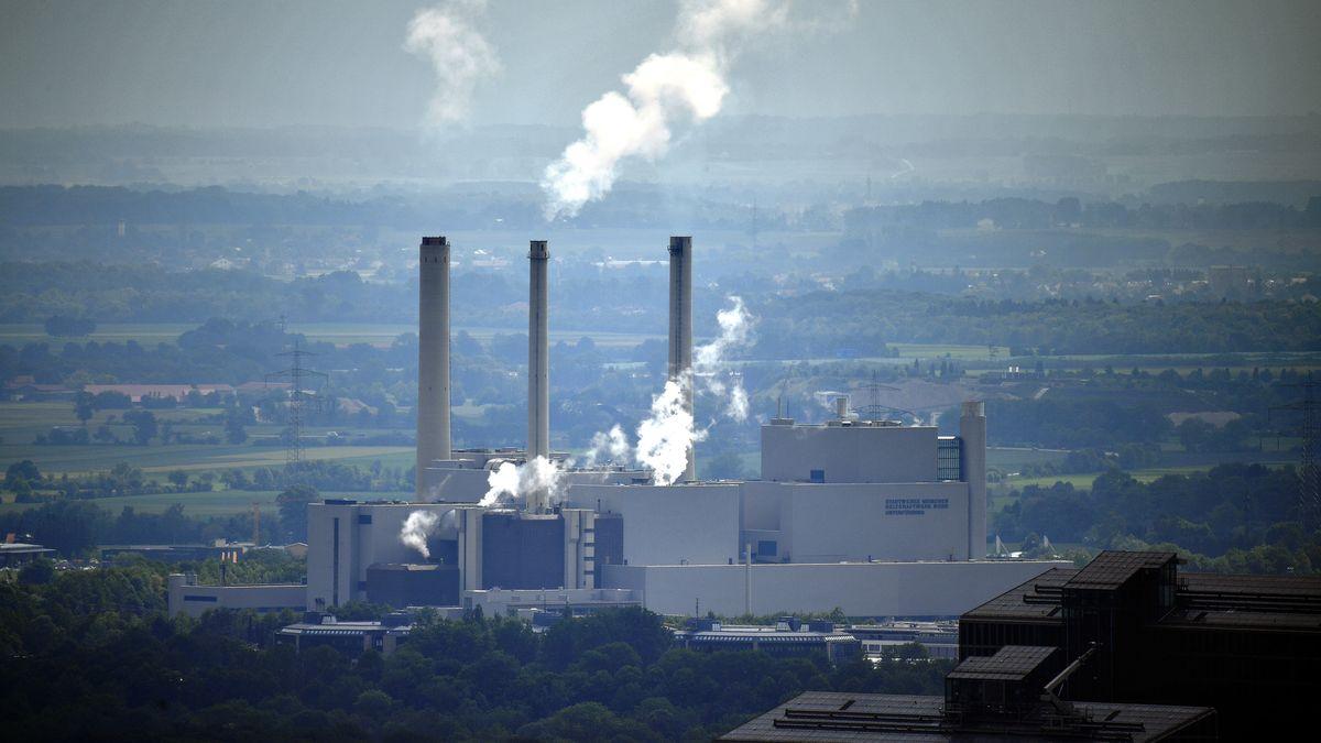 Kohlekraftwerk München Nord - vom Olympiaturm aus gesehen