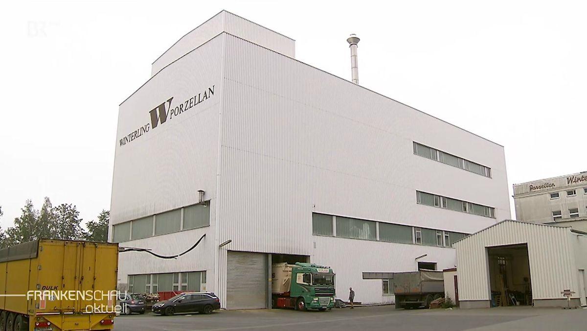 """""""Winterling Porzellan"""" steht auf einem Firmengebäude."""