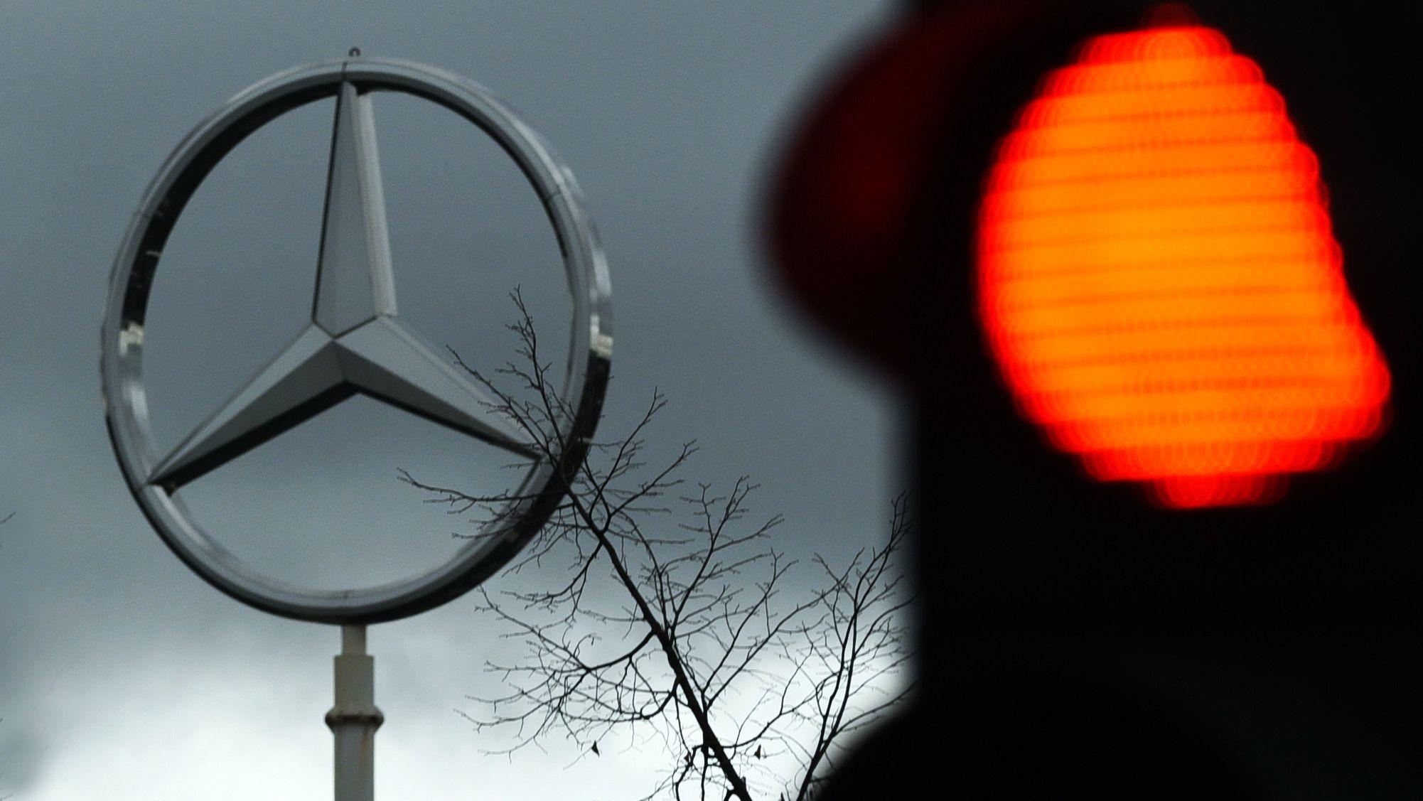 Mercedes Stern auf Sprinter Werk in NRW