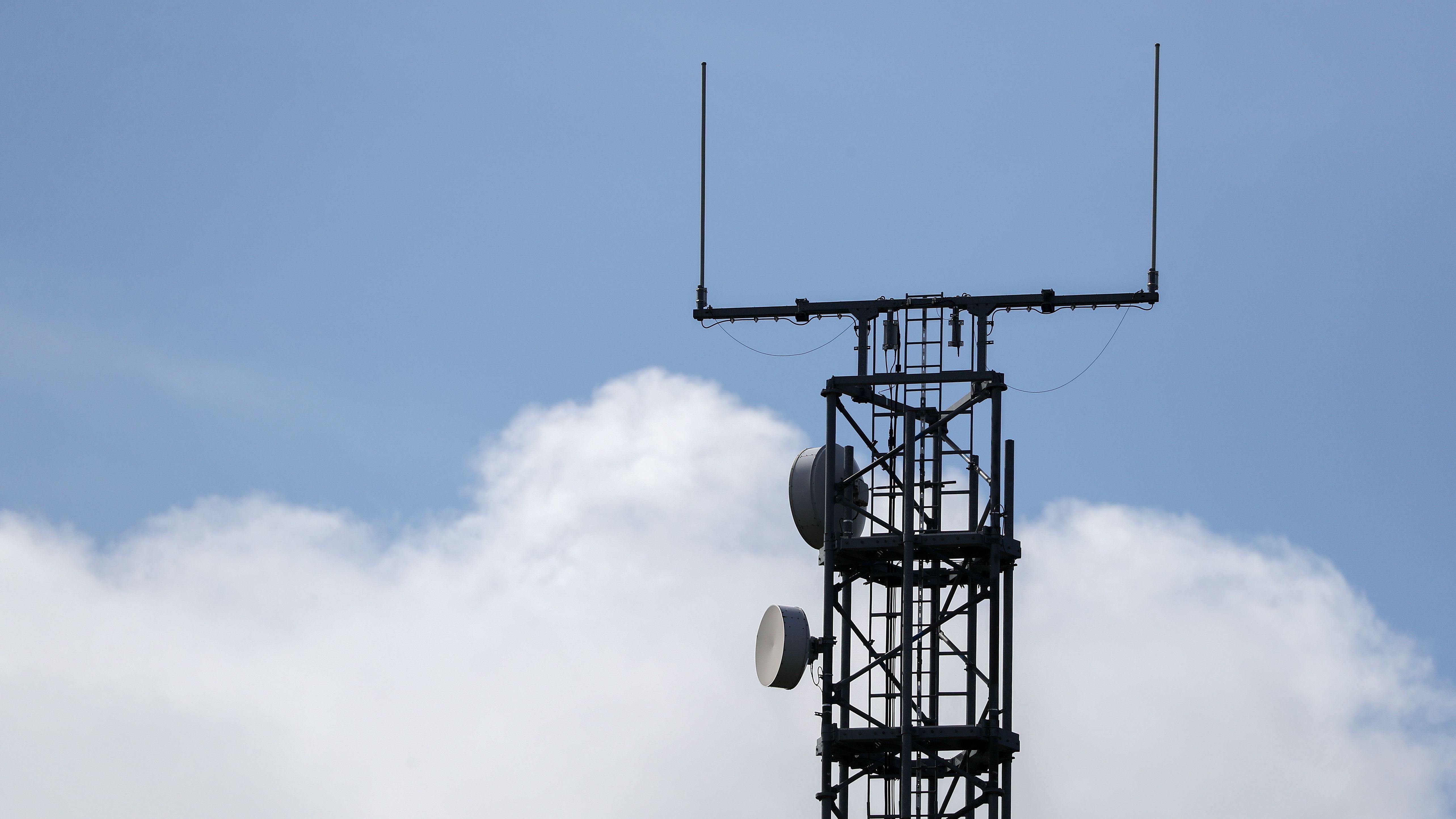 Ein Mobilfunk-Mast an der A9