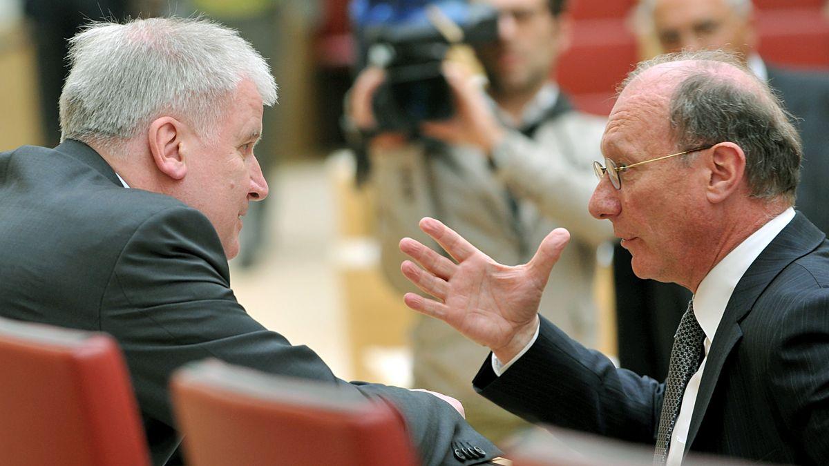 März 2009: Der bayerische SPD-Fraktionschef Franz Maget (r.) unterhält sich im Landtag mit Ministerpräsident Horst Seehofer (CSU).