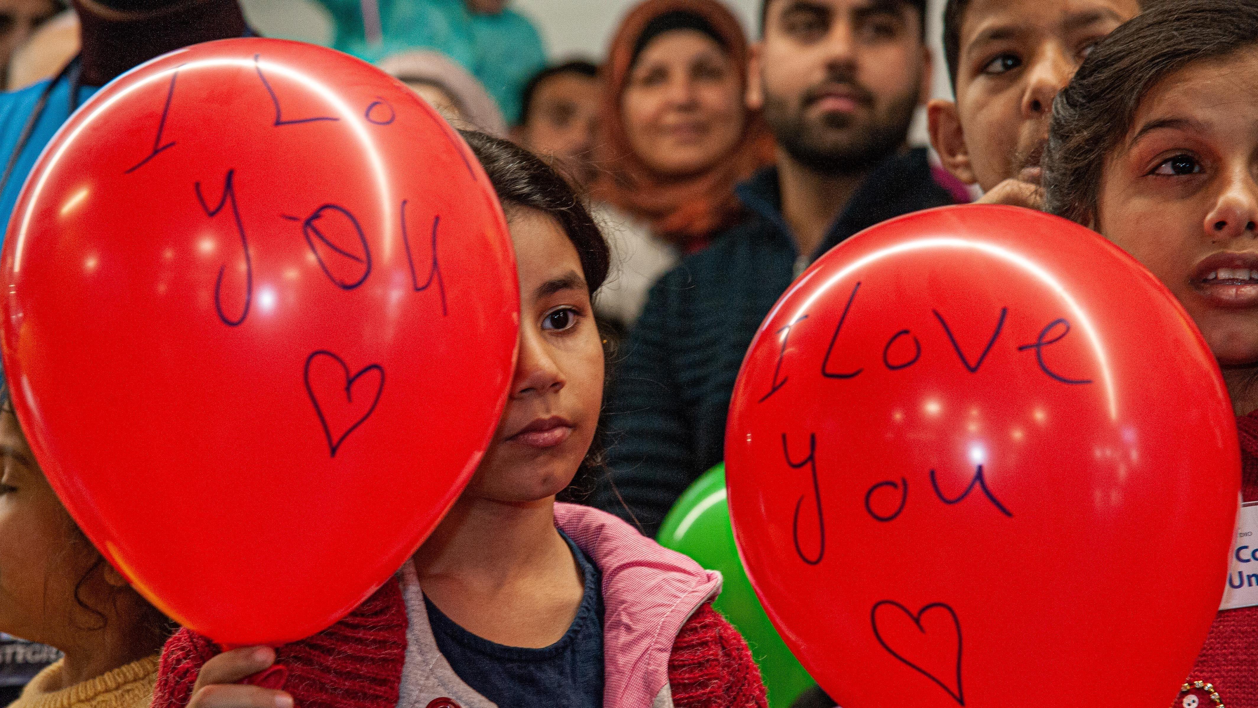 """Syrische Flüchtlinge kommen über die """"Humanitären Korridore"""" von Sant'Egidio in Italien an."""