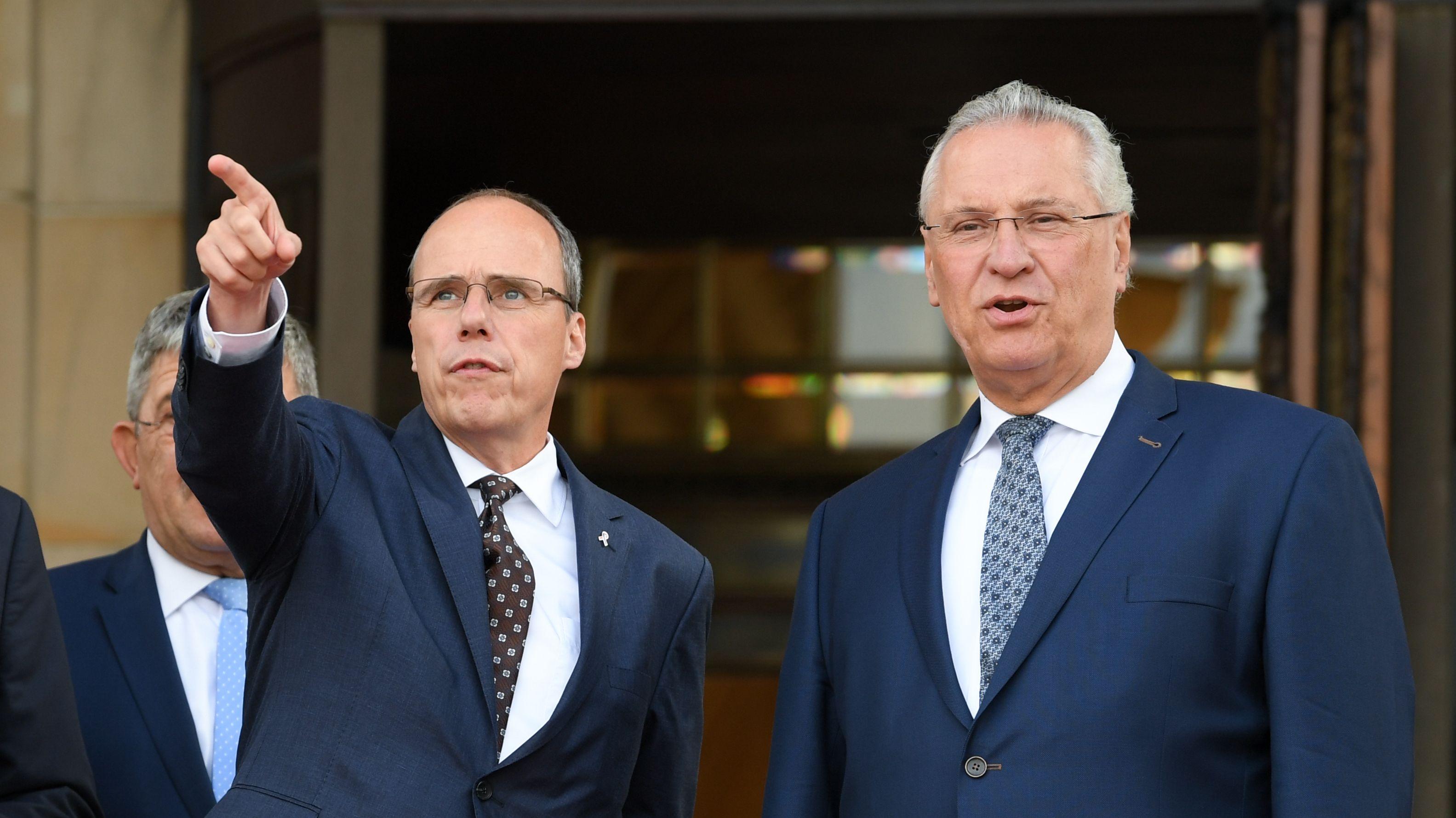 Peter Beuth, Innenminister des Landes Hessen (links), und sein Amtskollege Joachim Herrmann (CSU, Bayern)