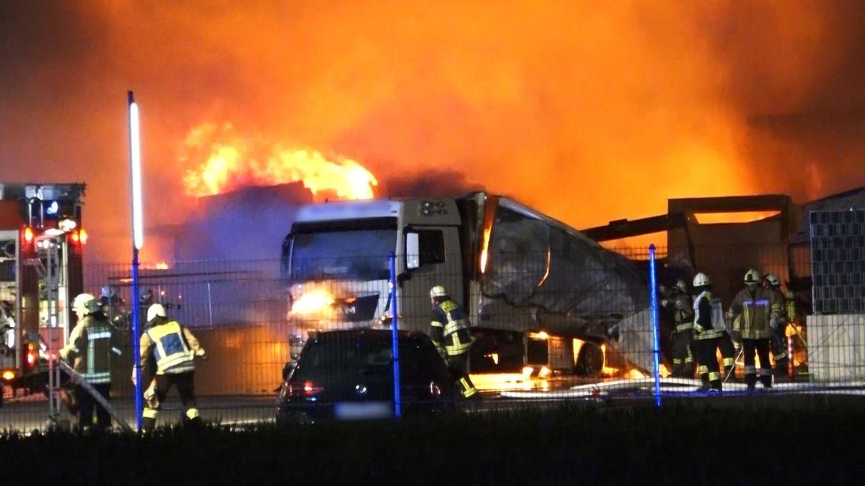 Brennende Lkws in Strullendorf