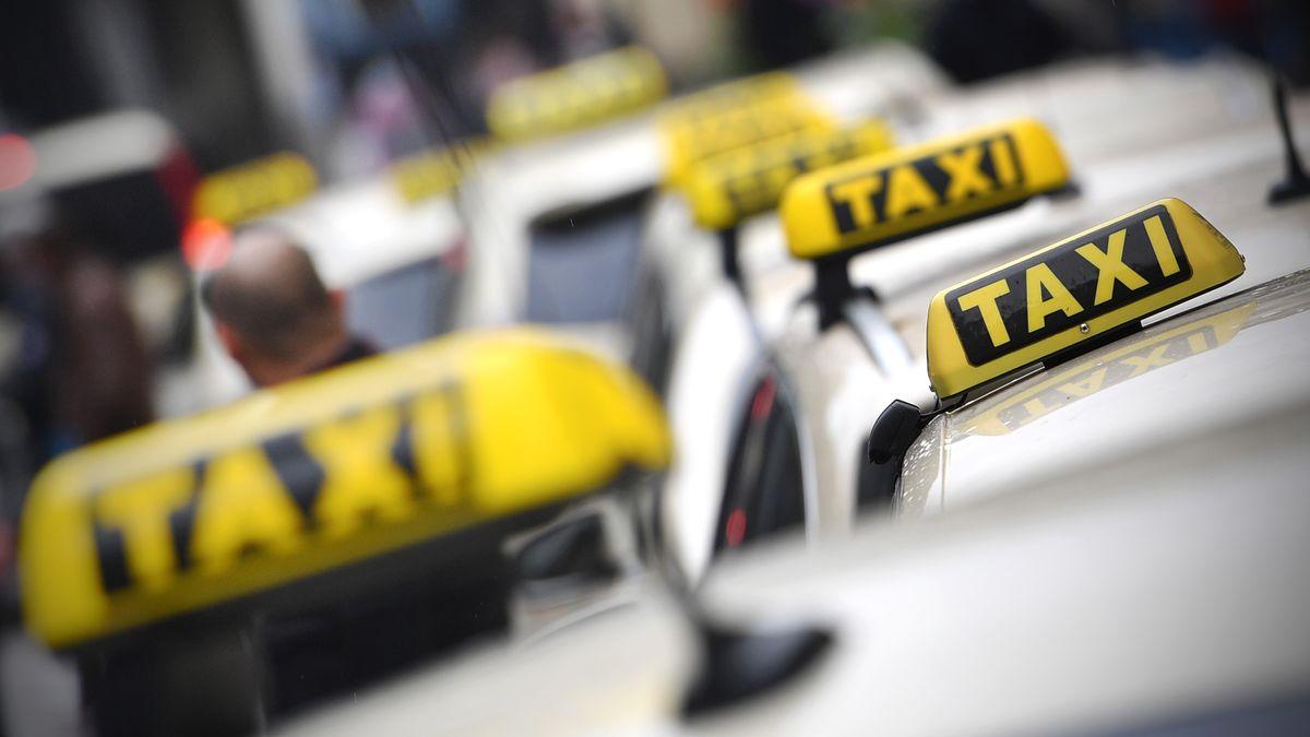Wartende Taxis in München