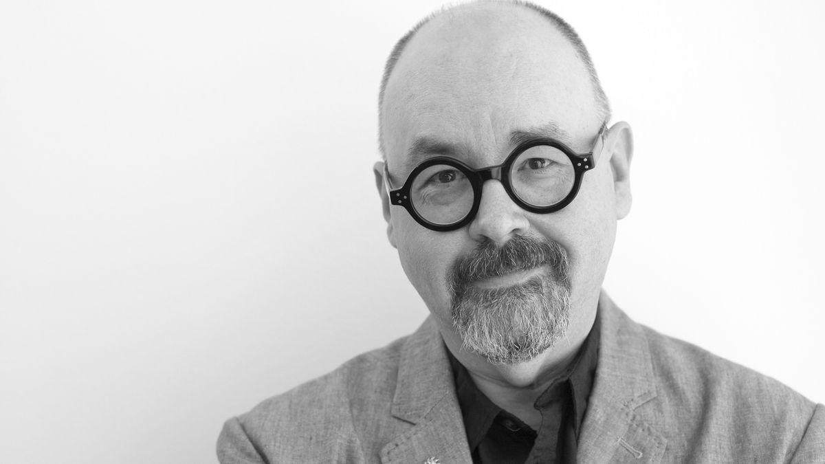 Ein mittelalter Mann mit Nickelbrille: Carlos Ruiz Zafón