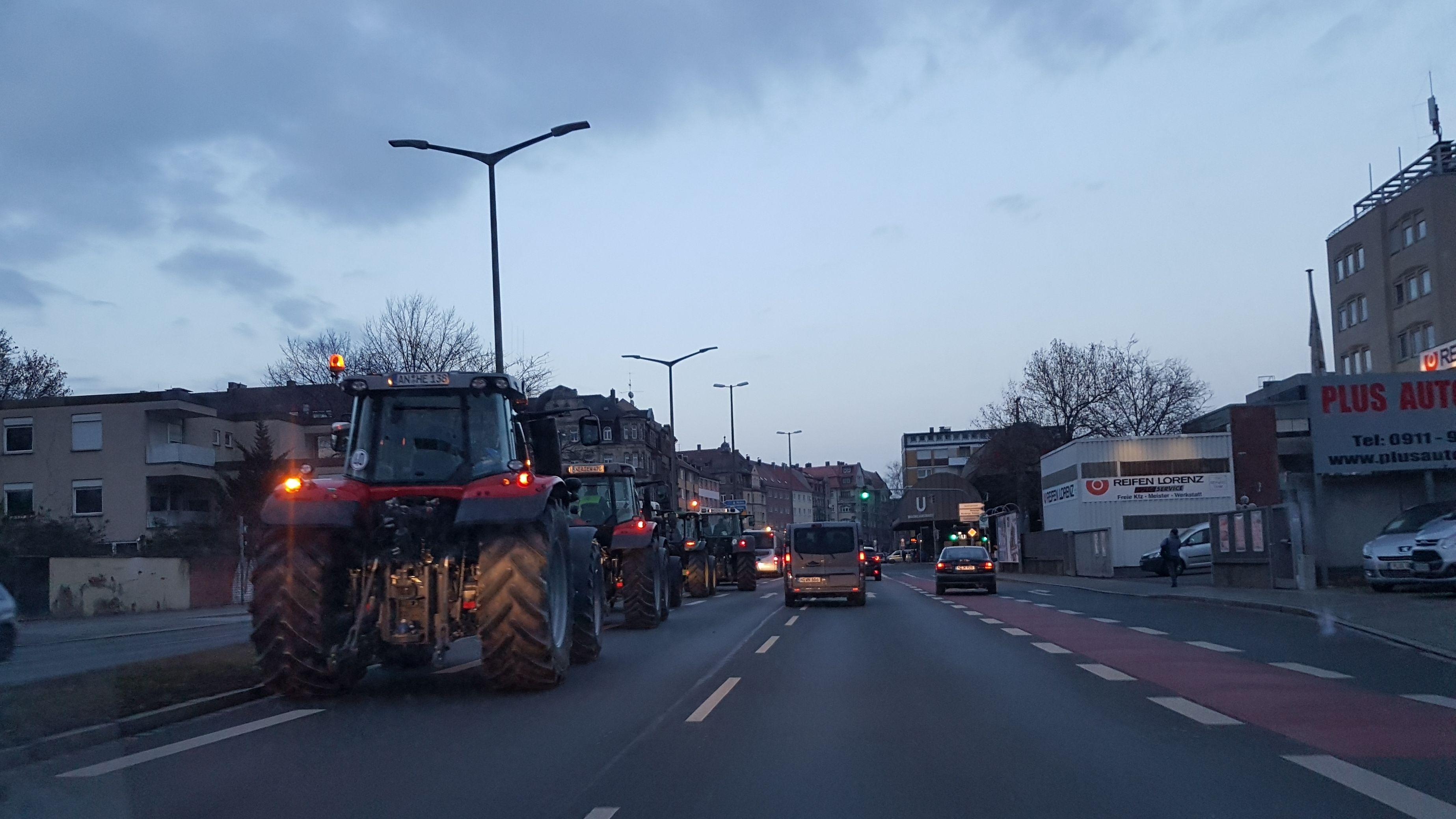 Traktoren an der Nürnberger Maximilianstraße