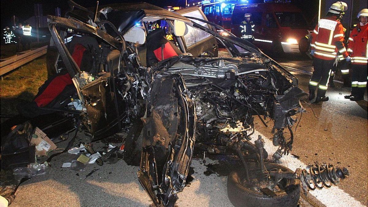 Am Dienstagabend kam es zu einem folgenschweren Geisterfahrerunfall auf der A99. Dabei starben verloren vier Menschen ihr Leben.