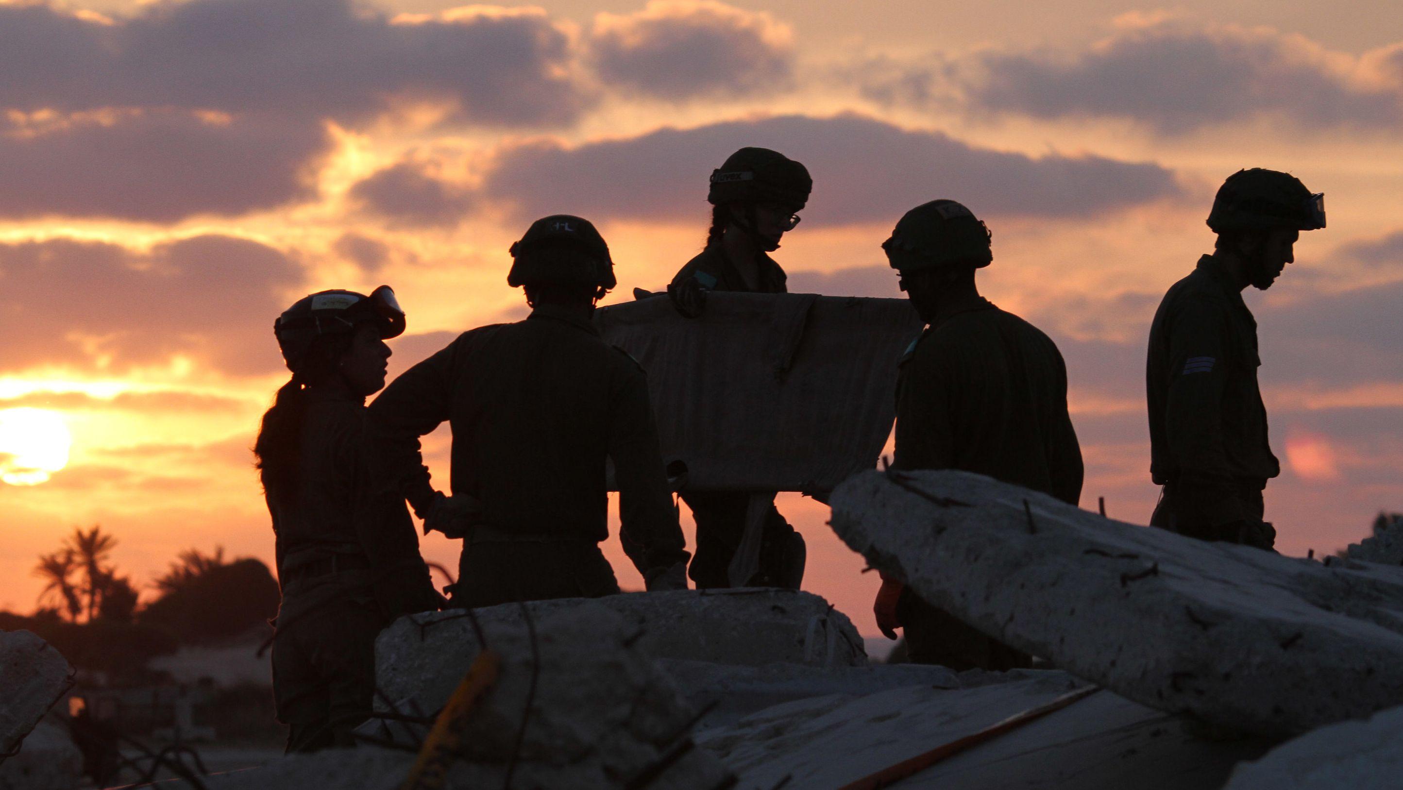 27.05.2019, Israel, Ashkelon: Israelische Soldaten nehmen an einer Rettungsübung auf dem Armeestützpunkt Zikkim teil. Foto: Gil Cohen Magen/XinHua/dpa +++ dpa-Bildfunk +++