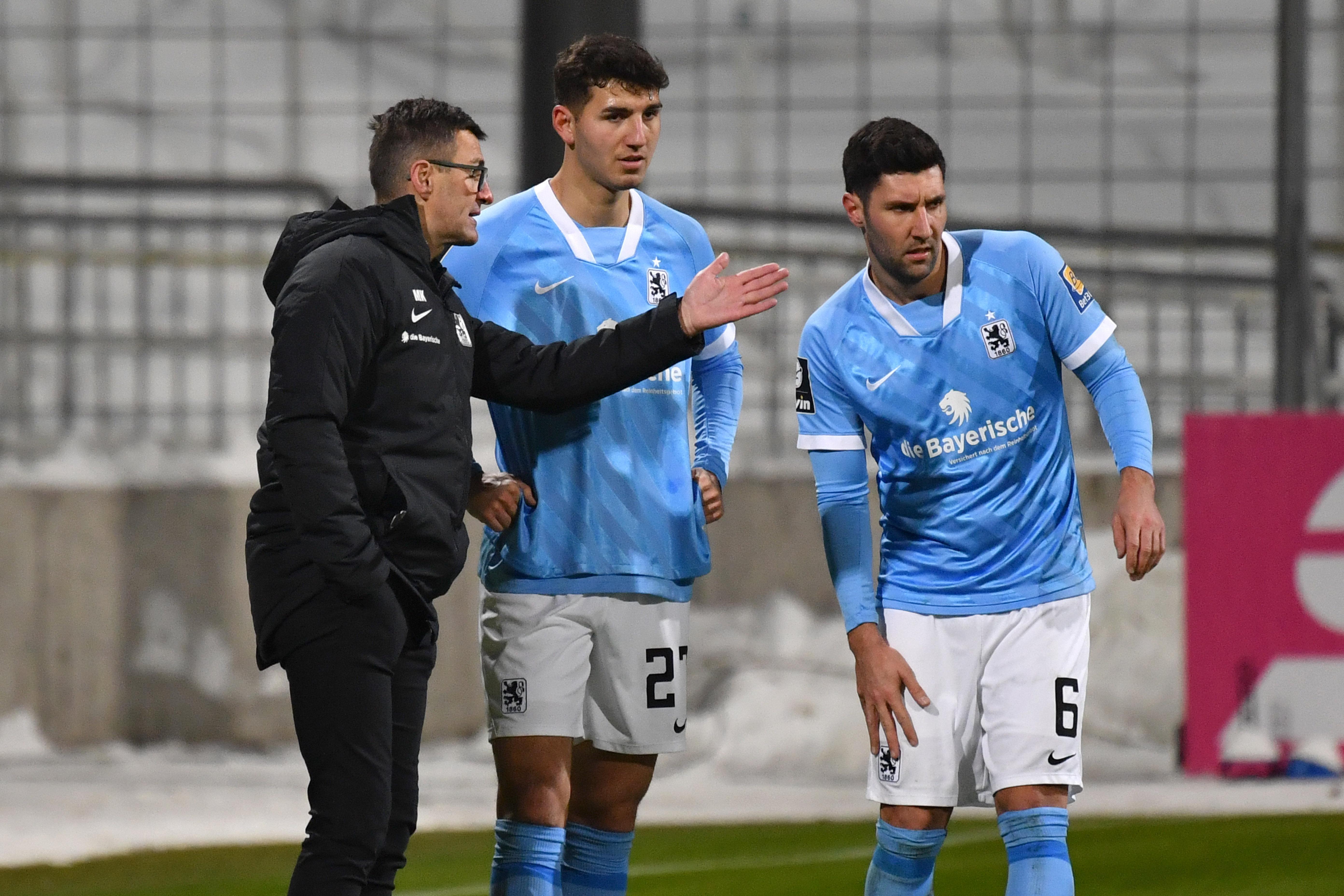 TSV 1860 München: Trainer Michael Köllner mit Semi Belkahia und Stefan Salger.