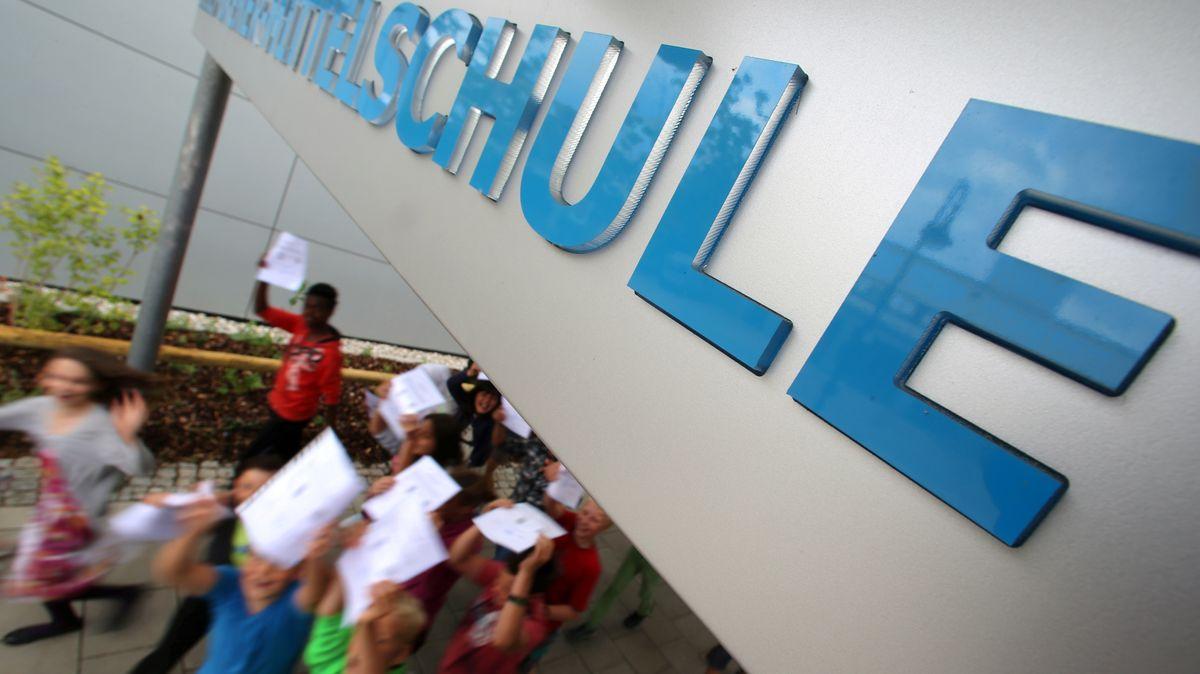 Zeugnisse sollen in Bayern persönlich abgeholt werden