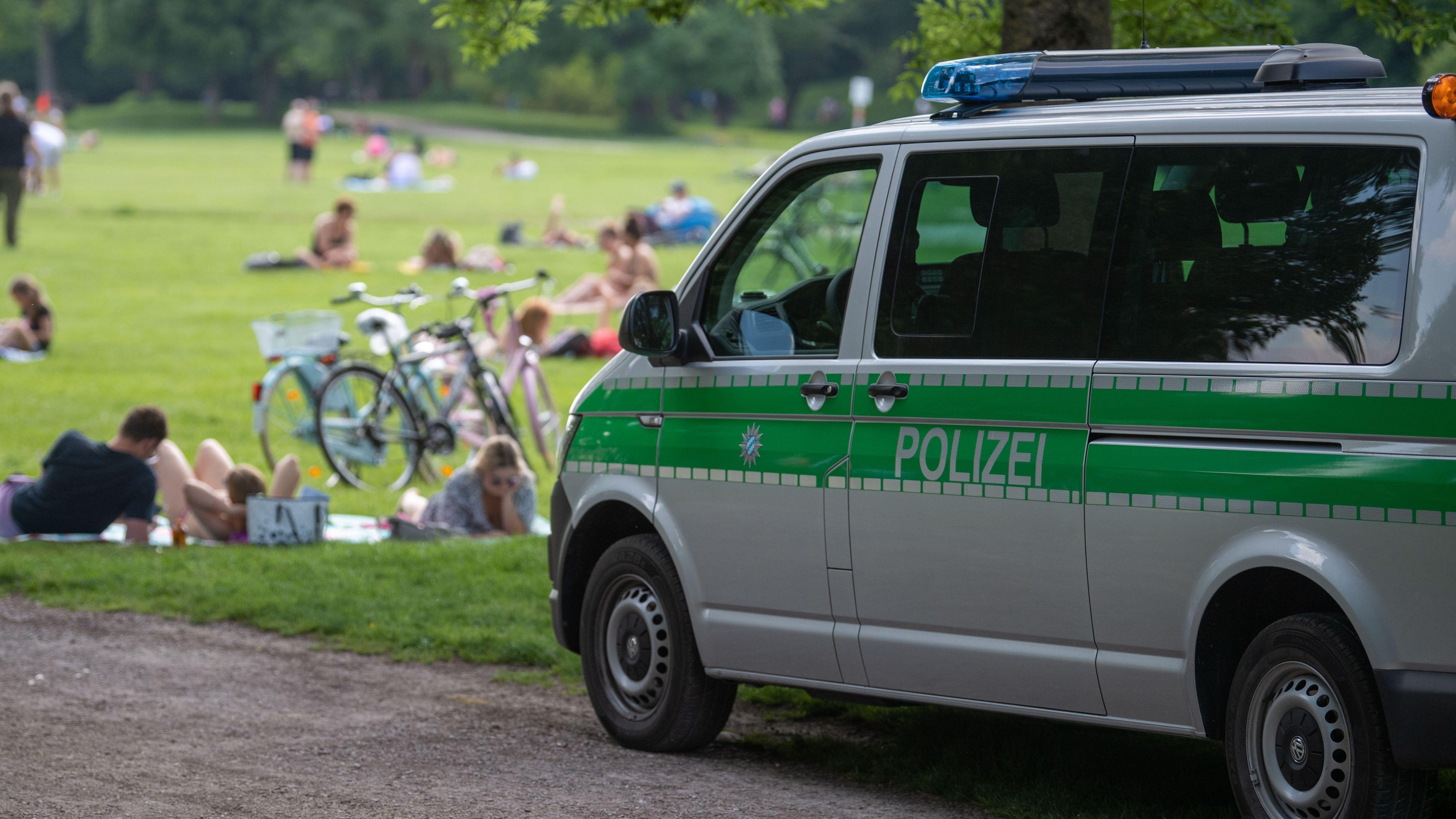 Polizeiwagen im Freien
