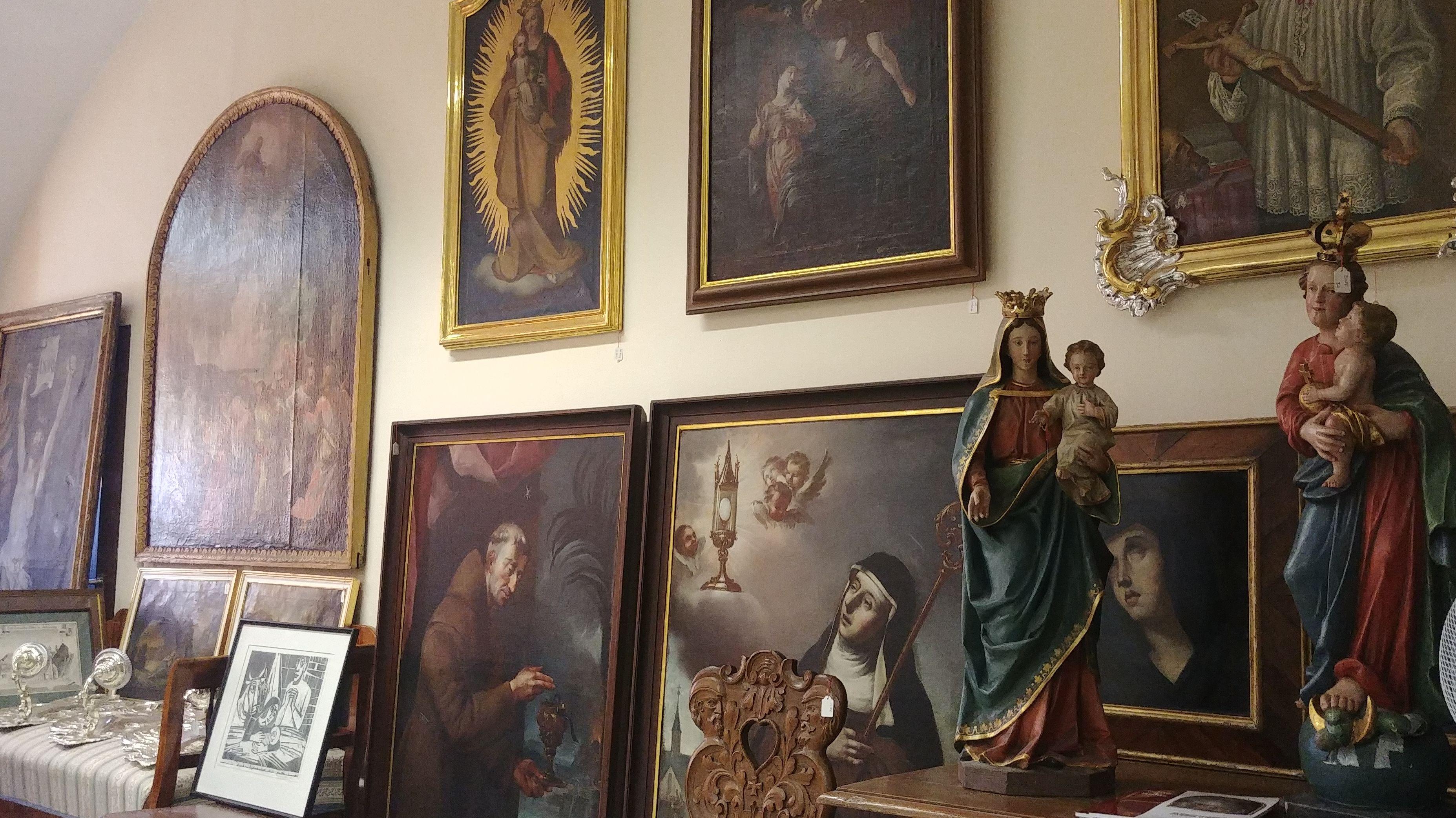 Sakrale Skulpturen und Gemälde im Bamberger Karmelitenkloster