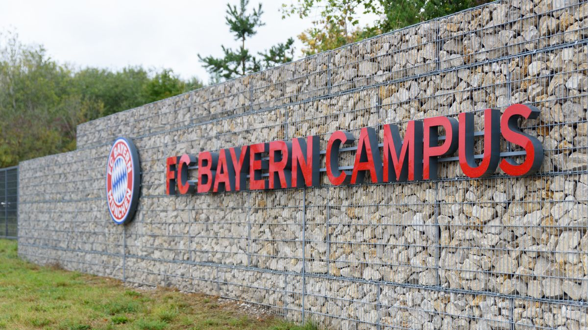 Wand vor dem FC-Bayern-Campus