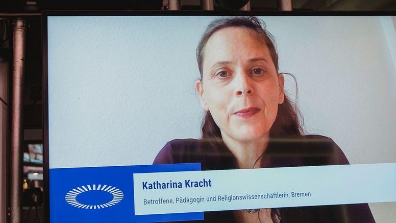 Katharina Kracht, ehemaliges Mitglied des Betroffenenbeirats, hat die EKD für ihren Umgang mit dem Gremium kritisiert.   Bild:ÖKT/Weiss
