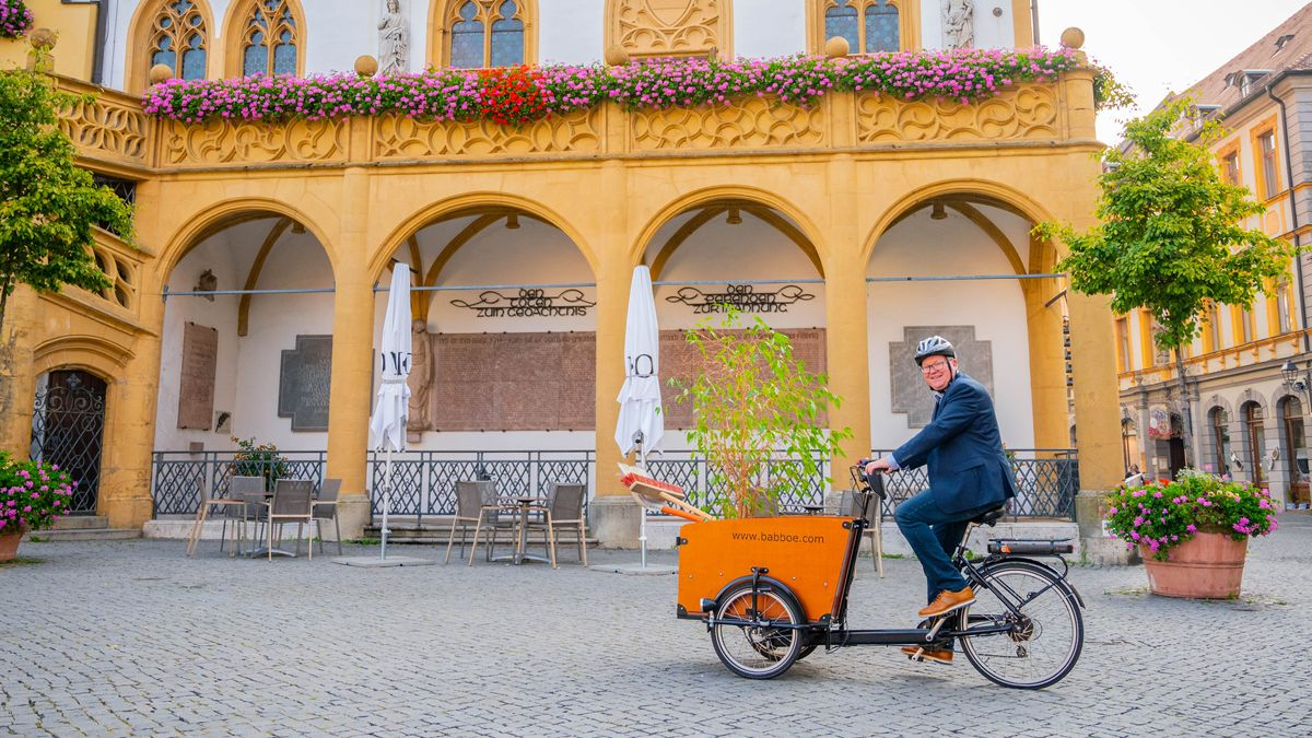 Ambergs Oberbürgermeister Michael Cerny auf dem Fahrrad