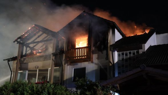 In Heroldsbach hat ein ehemaliges Hotel gebrannt. Die Ermittler gehen davon aus, dass die Eigentümer das Haus selbst angezündet haben. Sie waren geflüchtet und wurden in Amsterdam festgenommen.