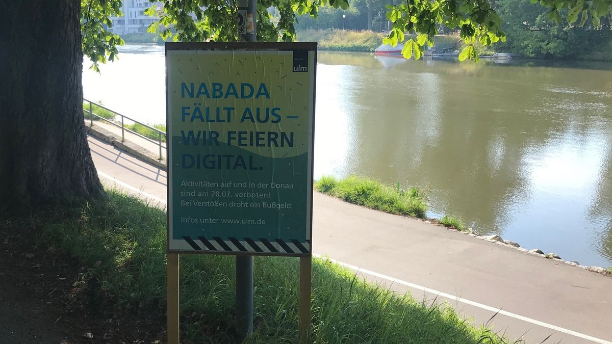 Schild zum ausfallenden Nabada am Schwörmontag in Neu-Ulm