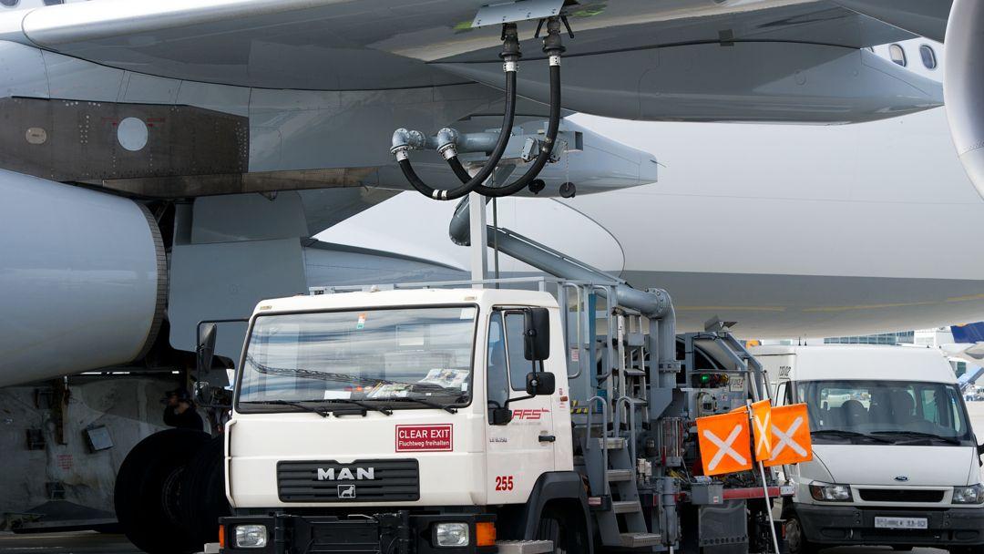 """Tankwagen am Flughafen München """"Franz Josef Strauß"""""""
