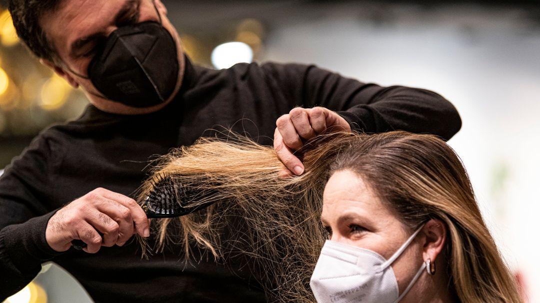 Ab Montag, dem 1. März dürfen Bayerns Friseure ihre Läden wieder aufsperren.