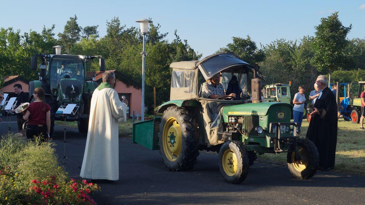 Fahrzeugsegnung nach dem Gottesdienst