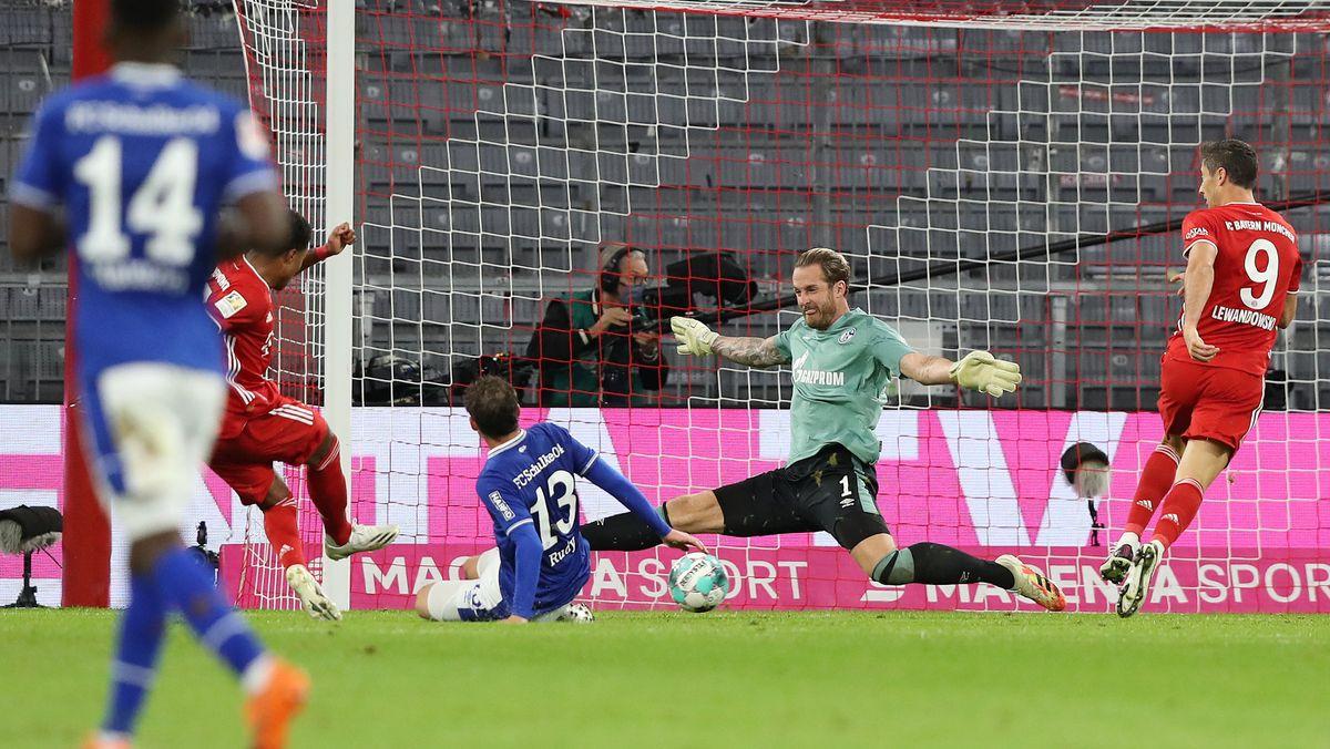Furioser Start: Die Bayern überrollen Schalke mit 8:0. Serge Gnabry trifft dreimal.
