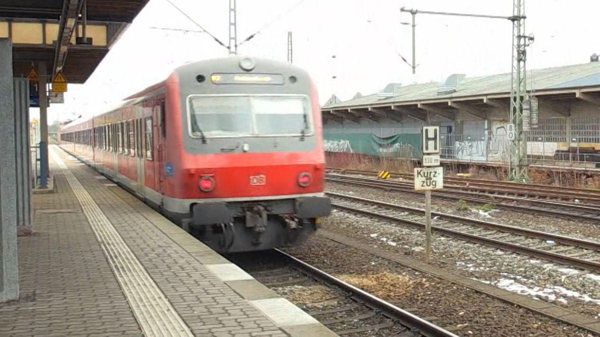 """Zwei 16-Jährige starben Anfang 2019, als sie am Nürnberger S-Bahnhof """"Frankenstadion"""" auf die Gleise gestoßen und von einem Zug erfasst wurden."""