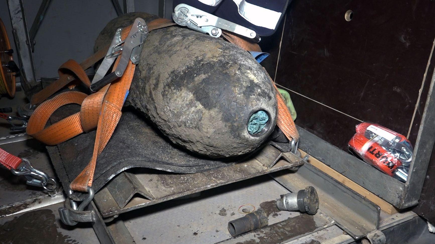 Diese 125 Kilo schwere Bombe ist bei Bauarbeiten am Regensburger Ölhafen entdeckt worden. Fünf Stunden später wurde sie erfolgreich entschärft.
