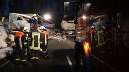 Die Unfallstelle bei Fürstenstein. Bei dem Unfall kollidierten ein Schulbus und ein Lkw.   Bild:Kölbl/zema-foto.de