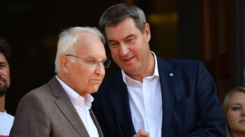 Der Ministerpräsident und sein Vor-Vor-Vorgänger: Markus Söder (CSU, r.) und Edmund Stoiber (CSU, l.) bei einem Termin in München im August 2019
