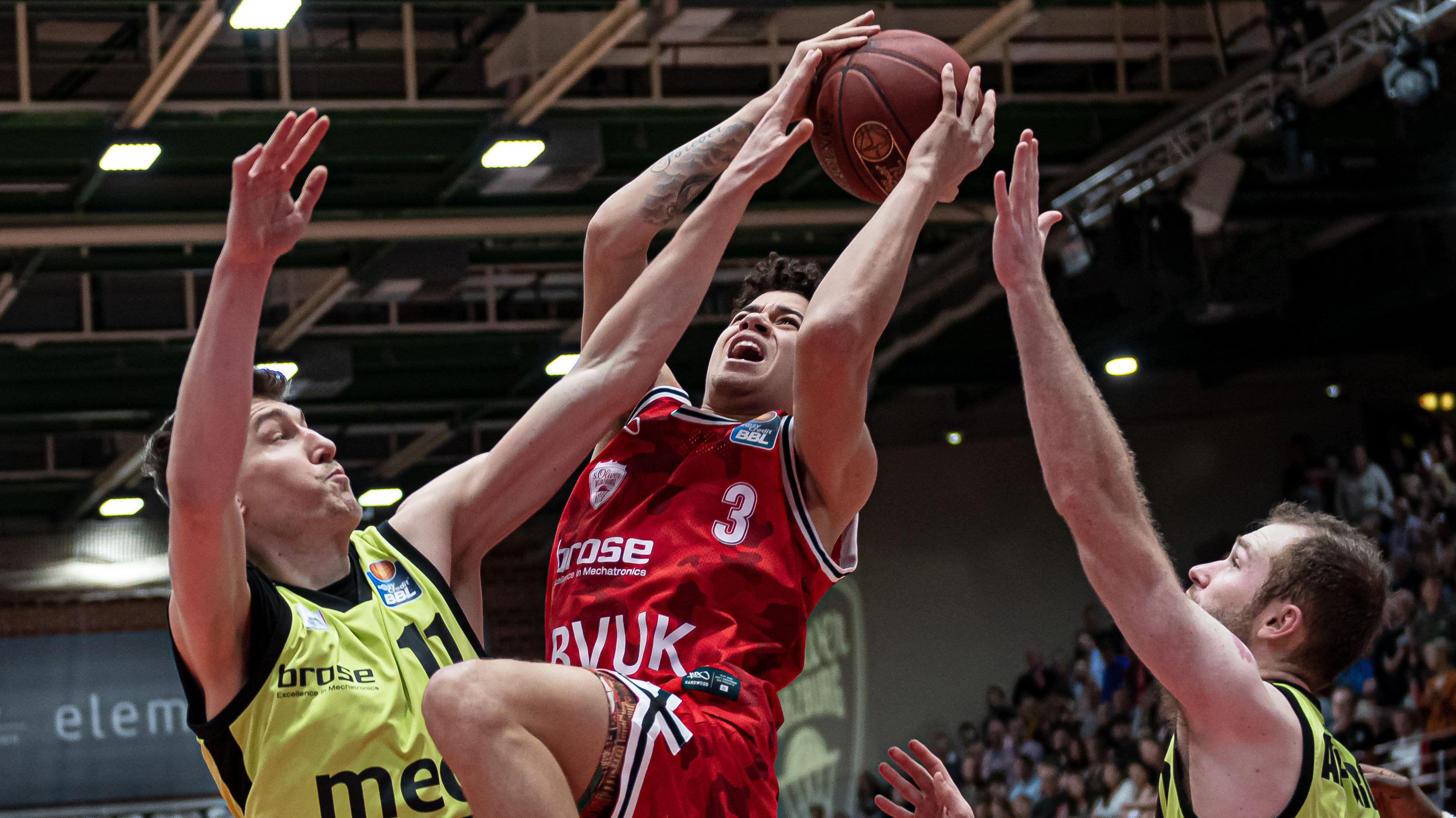 Würzburger Basketballer feiert Debüt in Nationalmannschaft