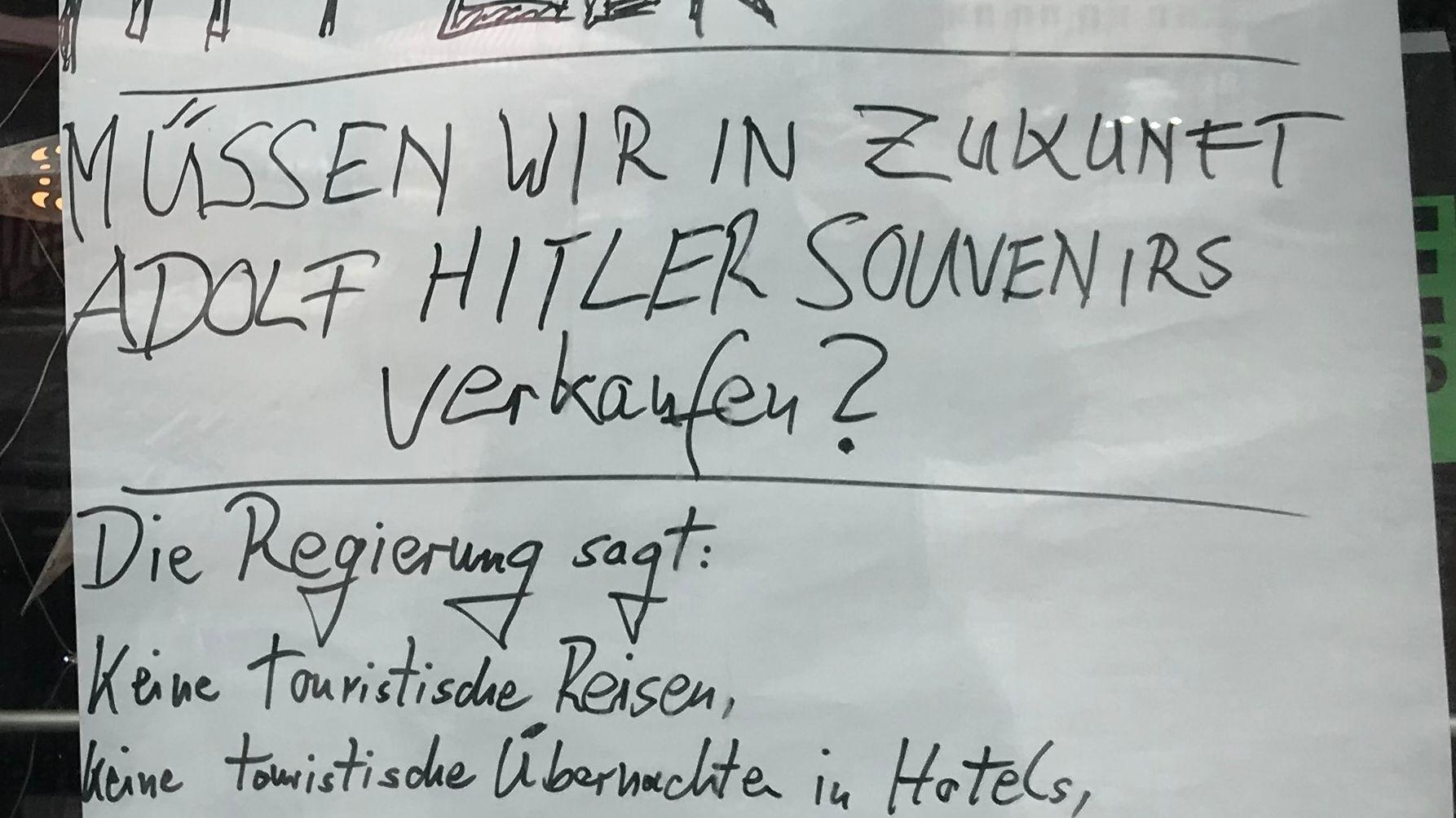 Der Besitzer eines Souvenirladens am Hauptmarkt zieht Vergleiche der aktuellen Corona-Maßnahmen mit der Zeit des Nationalsozialismus
