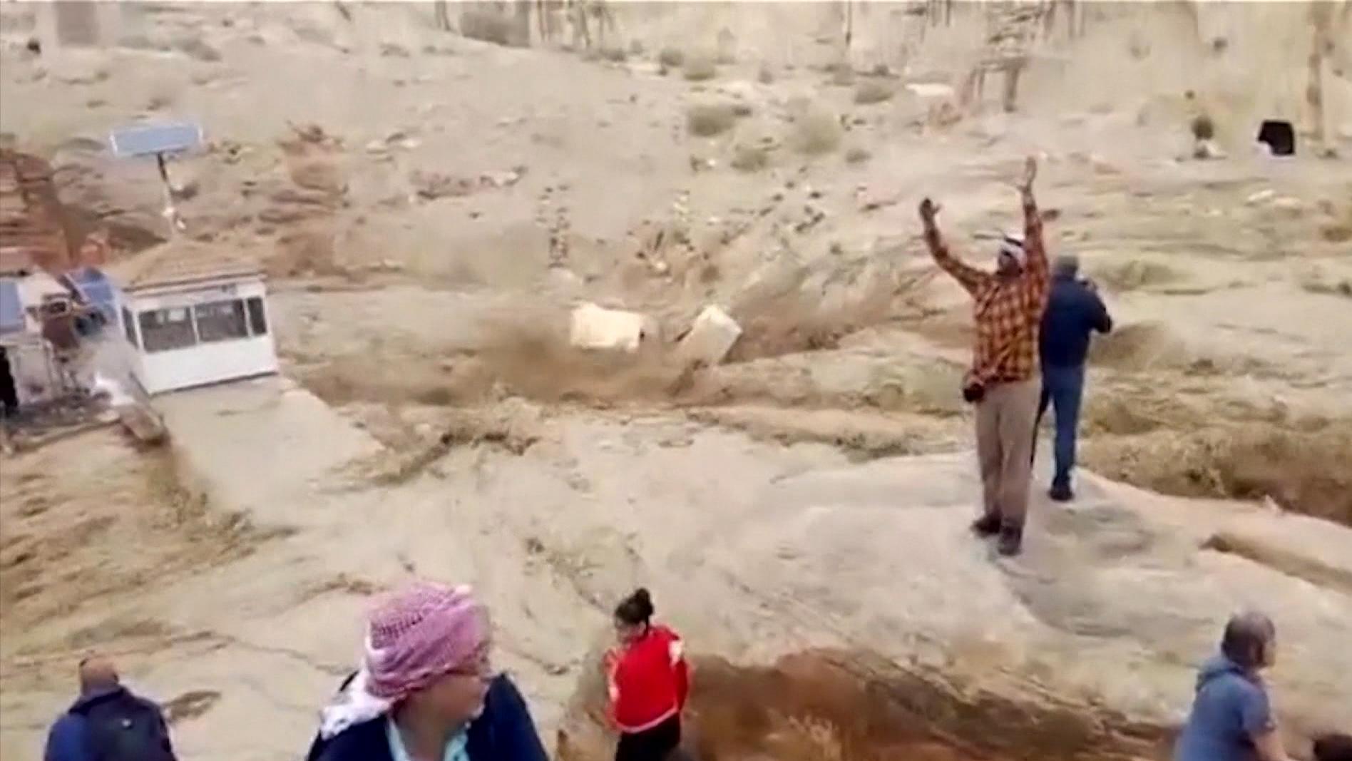 Hochwasser im Sik Canyon von Petra in Jordanien