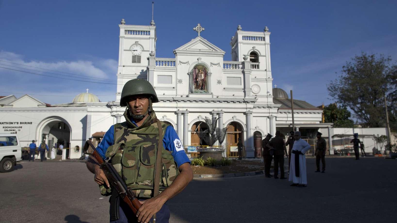 Die Regierung von Sri Lanka hat nach den verheerenden Anschlägen vom Ostersonntag den Notstand ausgerufen.