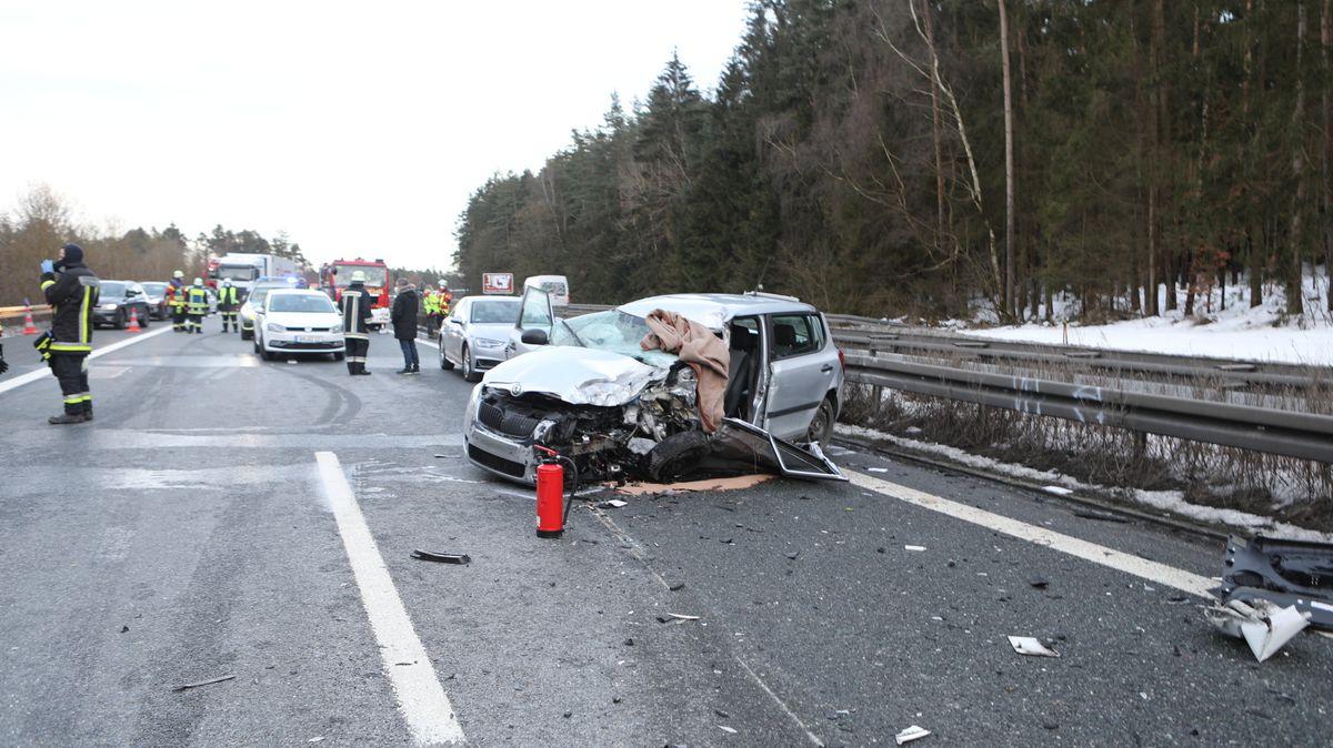 Ein Auto und ein Sprinter sind bei dem Unfall zusammenstoßen.