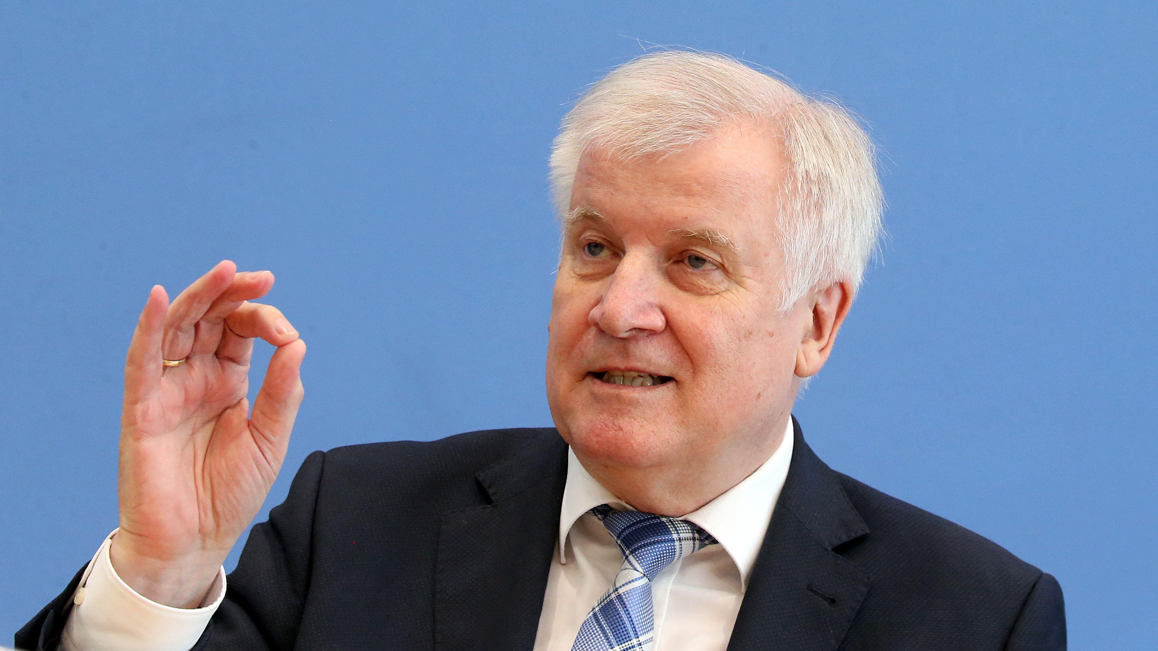 Horst Seehofer (CSU) bei Bundespressekonferenz