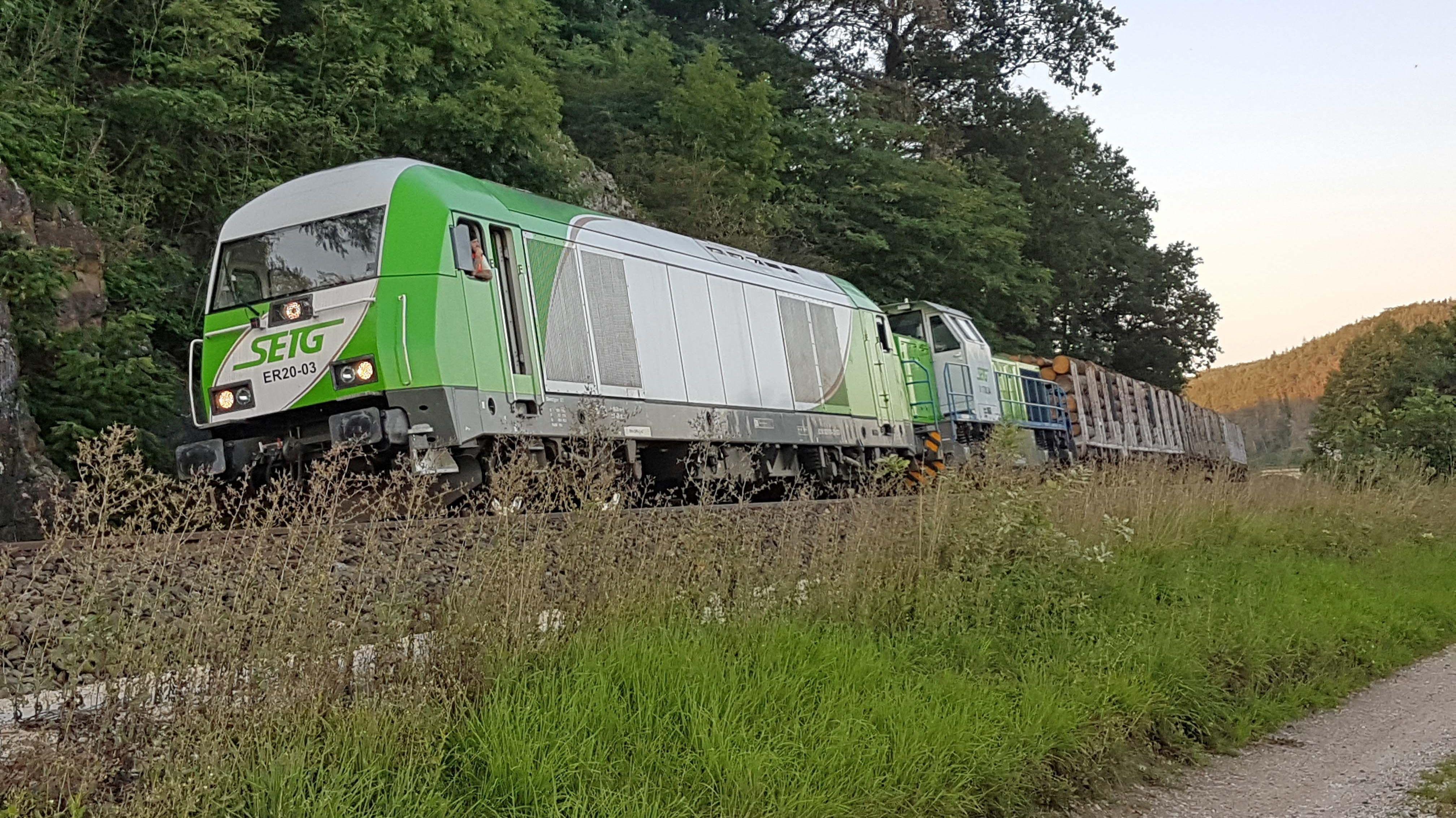 Dieser 1.500 Tonnen schwere Güterzug rollte ohne Bremsen durch Nordbayern. Erst nach einer fast 100 Kilometer langen Irrfahrt kam er zu Stehen.