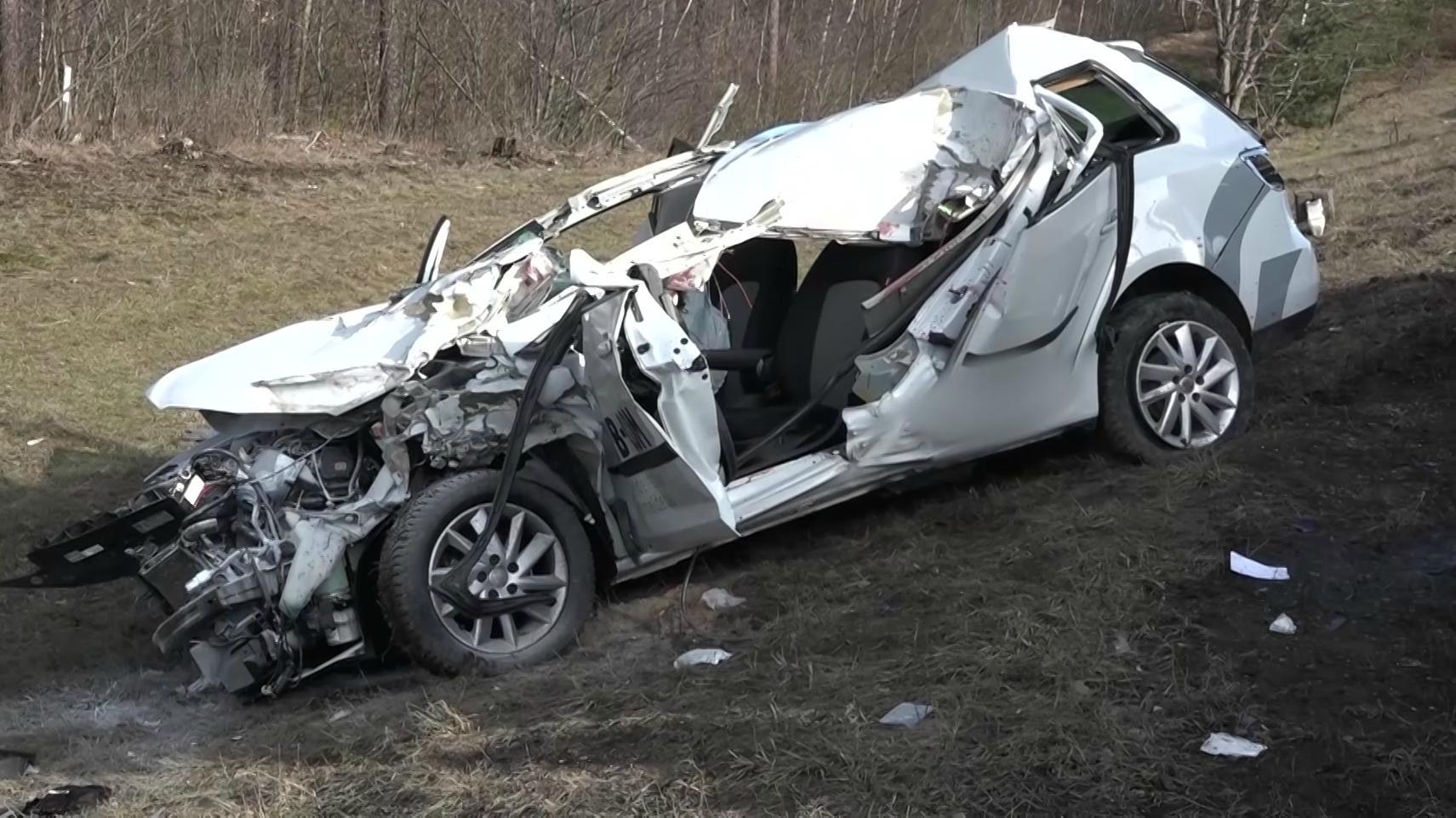 Zerstörtes Auto bei Altdorf