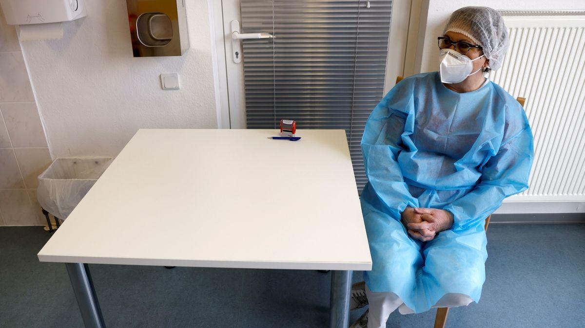 Abwarten: In den meisten oberfränkischen Kommunen hat sich der Impfstart gegen Corona verzögert. (Symbolbild)