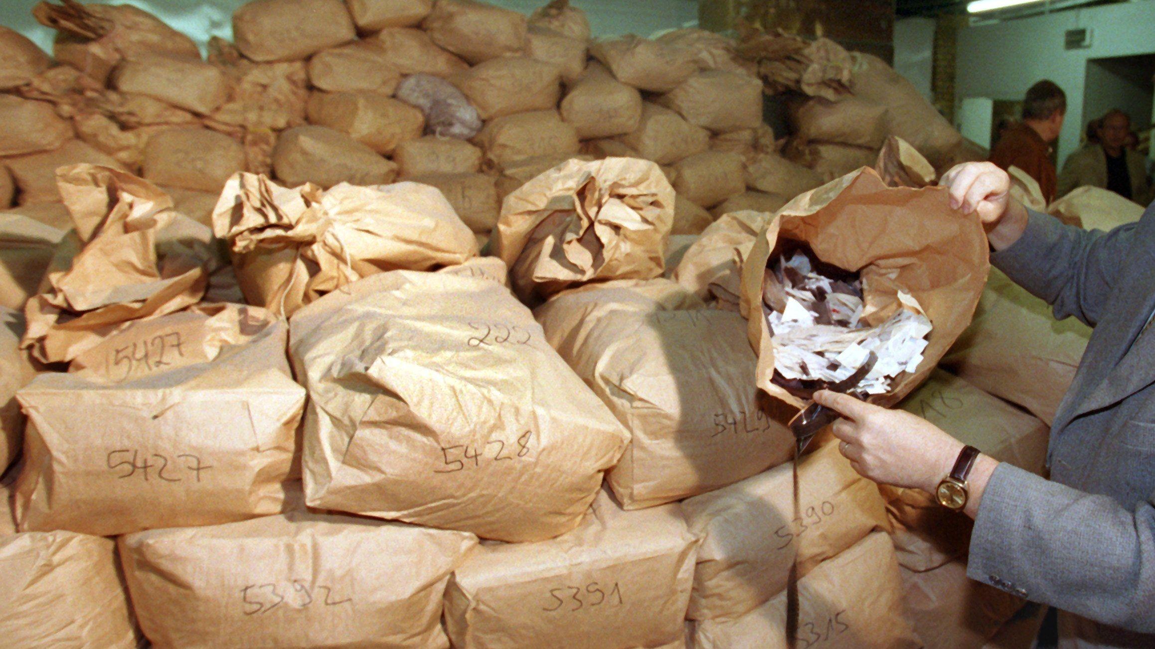 Von 16.000 Säcken mit Stasi-Aktenschnipseln wurden bisher nur rund 500 rekonstruiert.