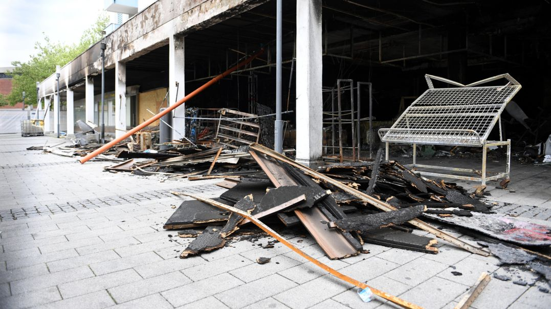 Anschlagsserie im Frühjahr 2020 in Waldkraiburg: Gaststätten und Läden türkischstämmiger Inhaber waren Ziel eines mutmaßlich islamistischen Attentäters, der im derzeit laufenden Prozess in München ein Geständnis abgelegt hat.