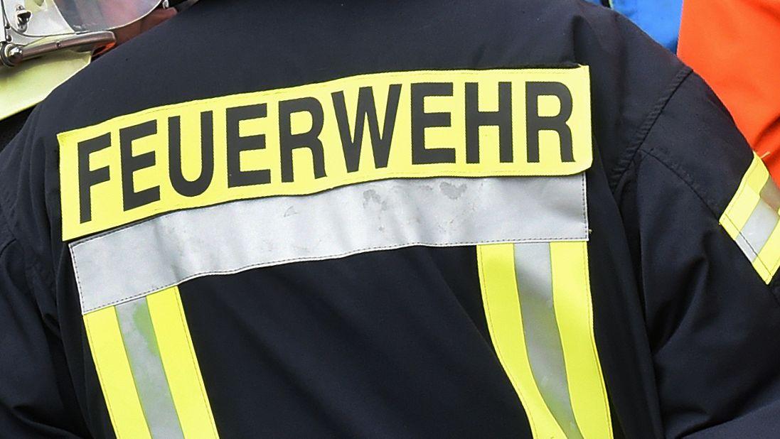 Feuerwehrleute und THW-Kräfte haben in Dingolfing ein Pferd gerettet