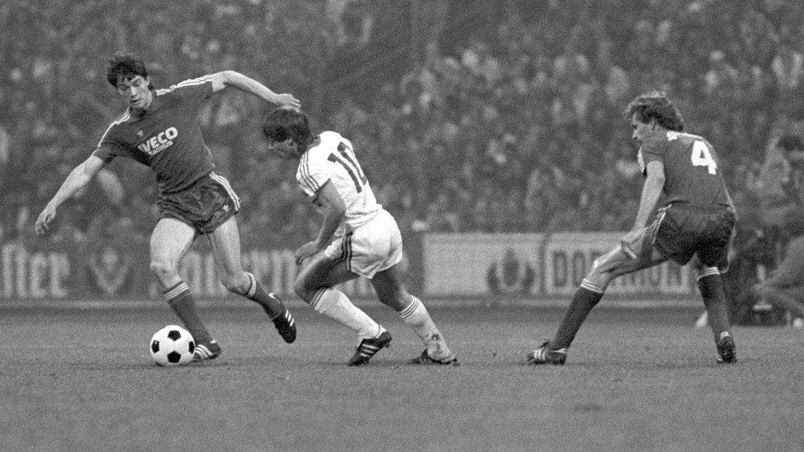 Pokalspiel 1984: Reinhold Mathy (Bayern) und Olaf Thon (Schalke)