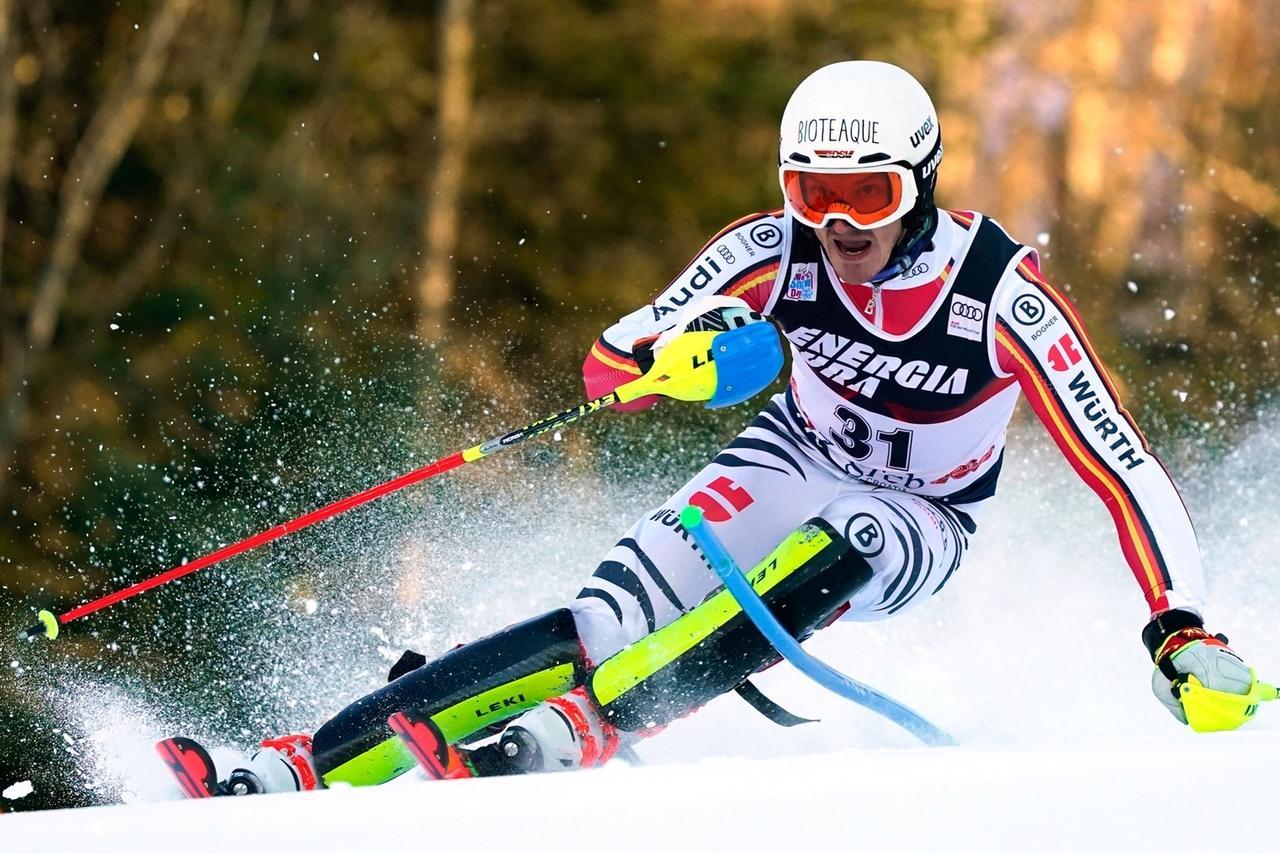 Linus Straßer fährt beim Slalom in Zagreb.