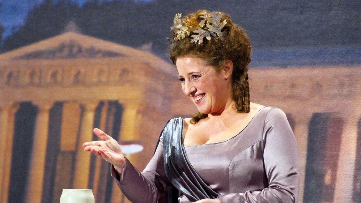 Nockherberg 2014: Luise Kinseher alias Mama Bavaria ist seit 2012 die erste weibliche Nockherberg-Rednerin