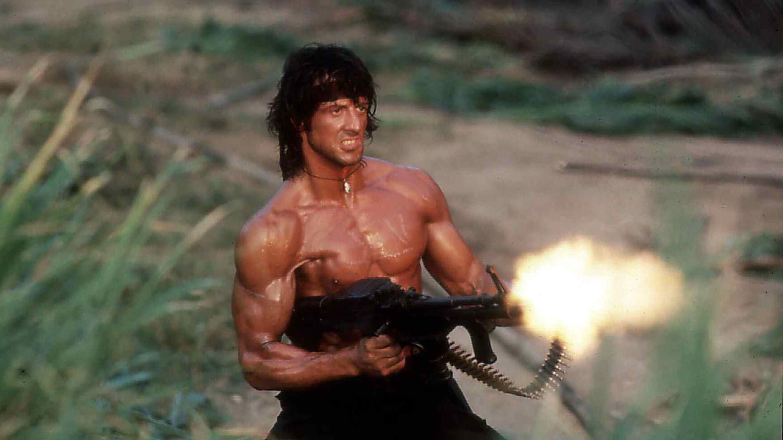 """Sylvester Stallone in """"Rambo 2 - Der Auftrag"""", dem bis heute erfolgreichsten Rambo-Film (Filmszene)"""