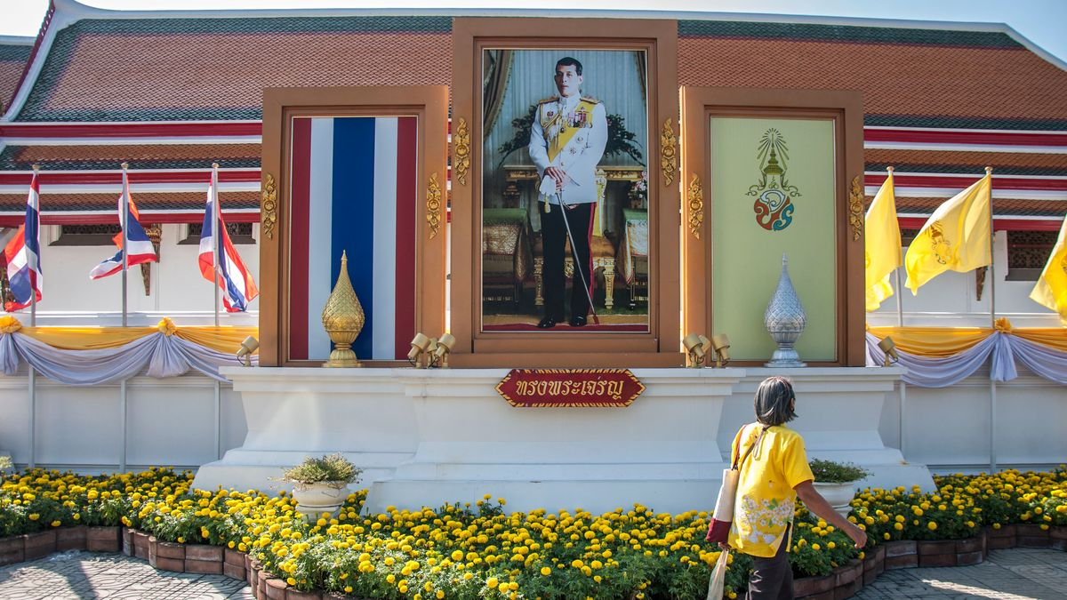 Der thailändische König Maha Vajiralongkorn im Porträt.