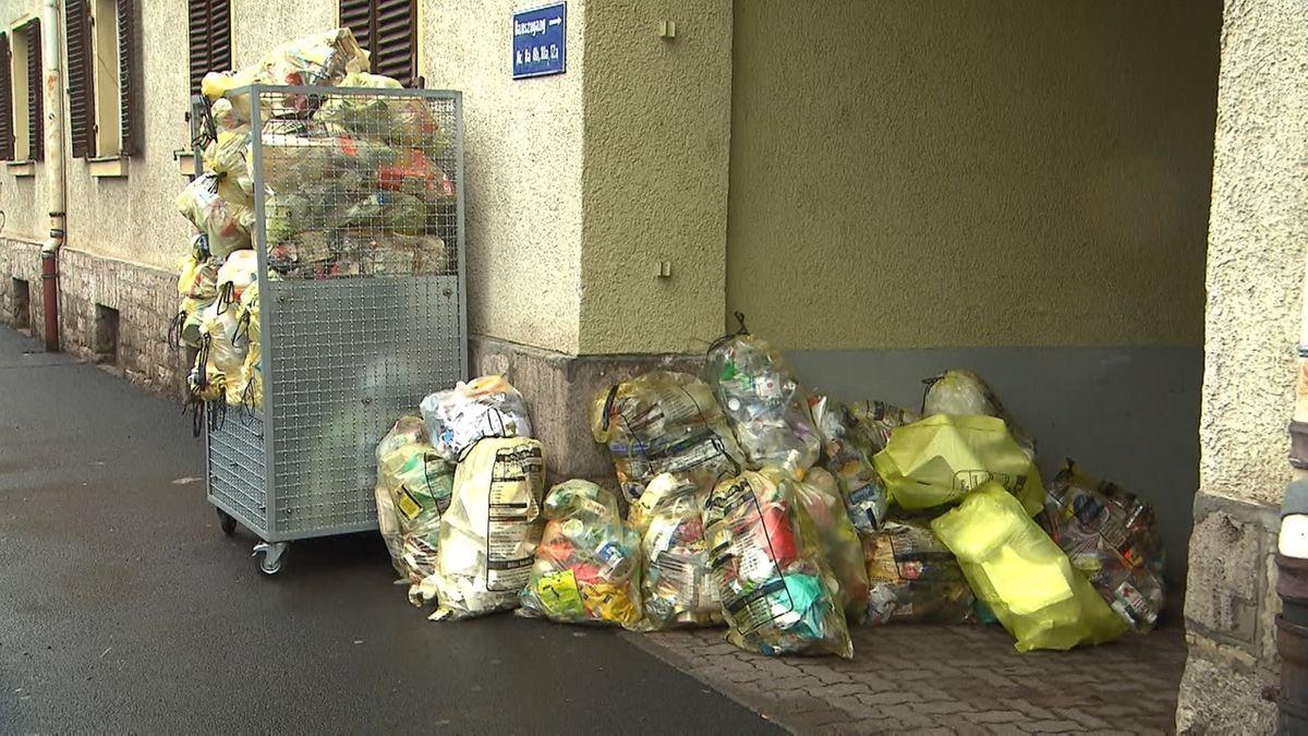 Müll vor einem Haus
