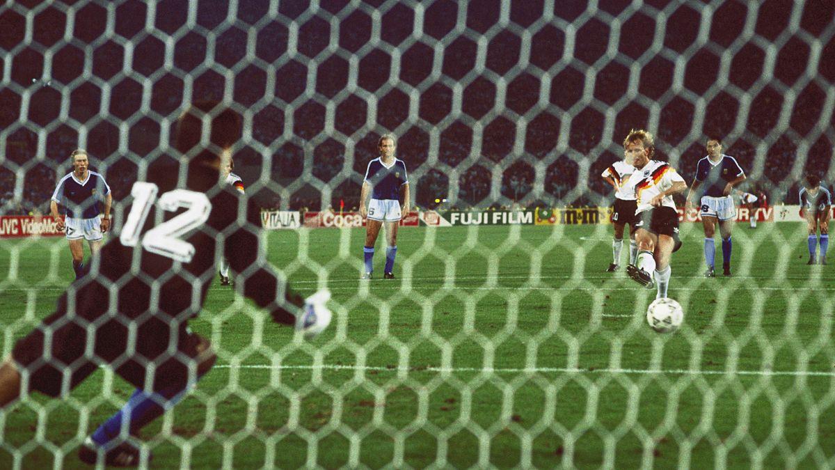 Andreas Brehme trifft im WM-Finale 1990 zum 1:0 gegen Argentinien